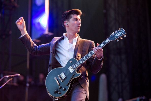 Alex Turner: come un timido può diventare un sex symbol