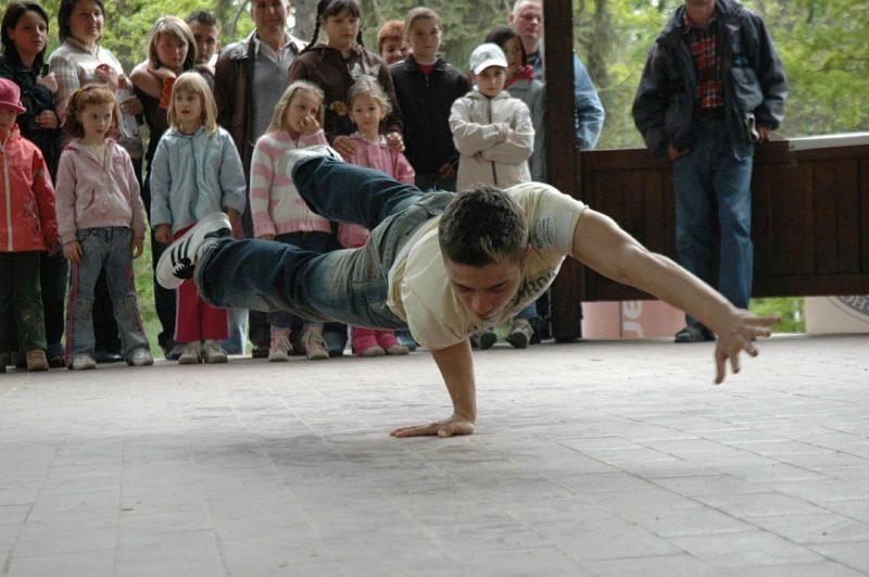 Musica e movimento: perché sono importanti per genitori e bambini