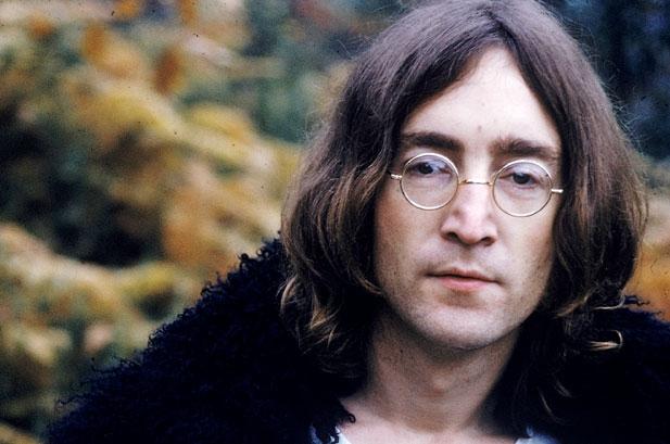 "John Lennon: infanzia, psicoterapia e ""dipendenza"" da Yoko Ono"