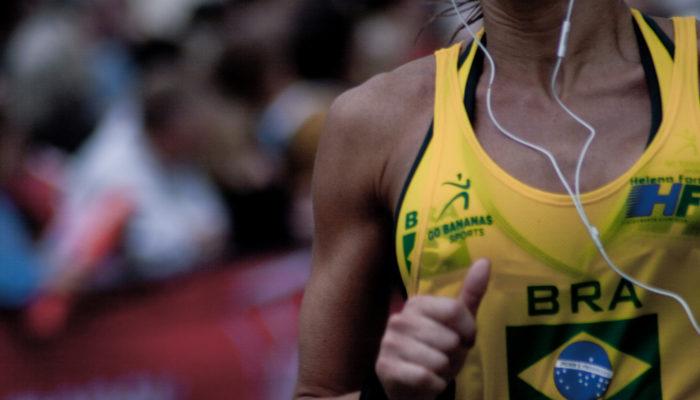 Perché gli atleti ascoltano le canzoni? Il ruolo della musica nello sport [ricerca]