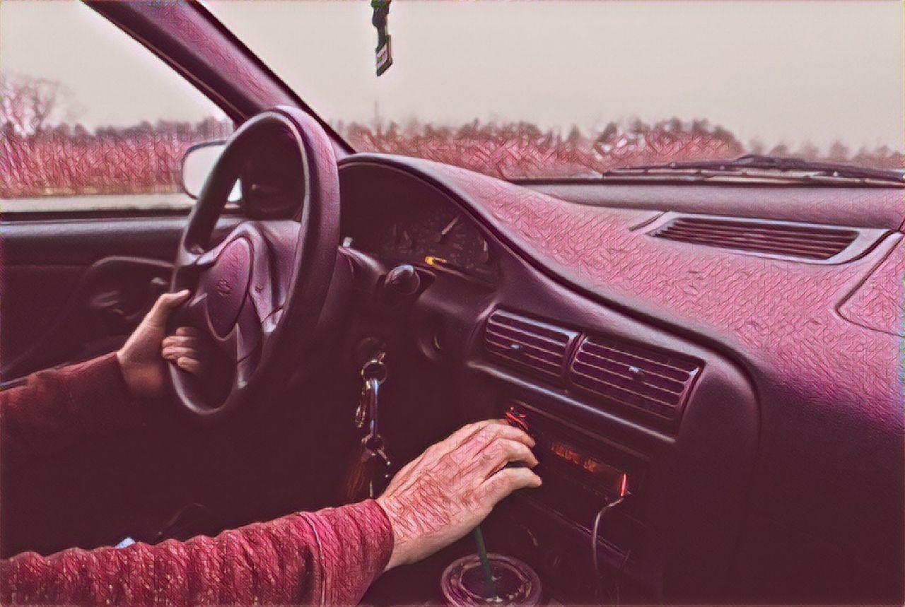 Guidare con la musica fa davvero bene oppure no? Ce lo rivela la scienza!