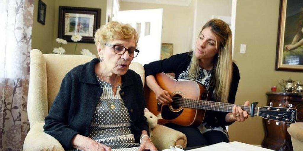 Una signora re-impara a parlare grazie alla musica: scopri come ha fatto